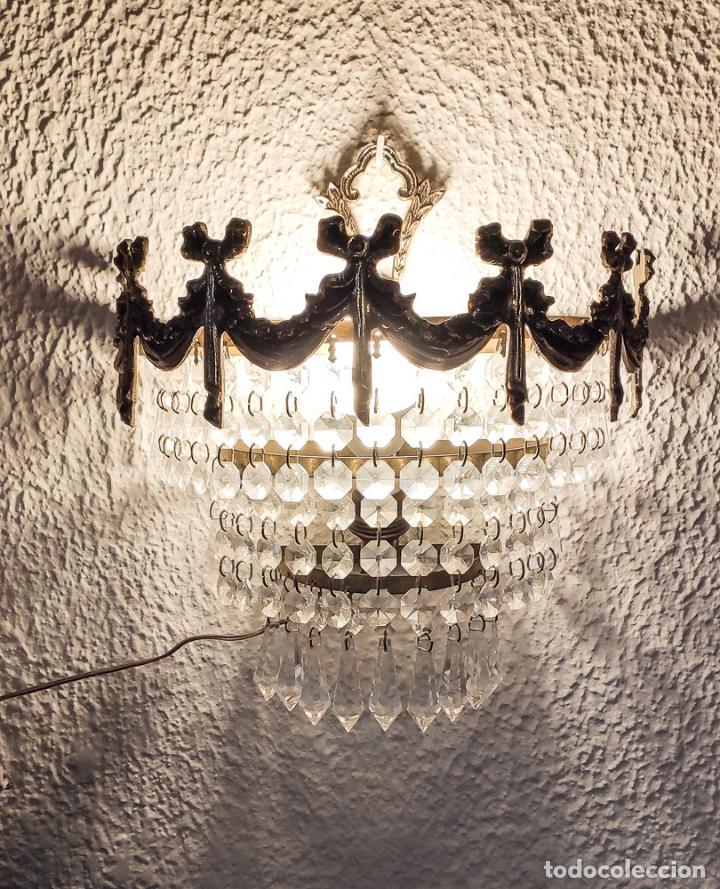 Antigüedades: MAGNÍFICO APLIQUE DE BRONCE CON LÁGRIMAS DE CRISTAL. - Foto 2 - 199428123