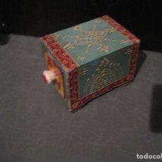 Antigüedades: CAJA DECORADA DE CERÁMICA CON CAJÓN. Lote 199487897