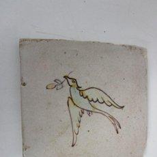 Antigüedades: BONITO AZULEJO - LOZA POLICROMADA CATALANA - PÁJARO, PALOMA DE LA PAZ - S. XVIII-XIX. Lote 199495576