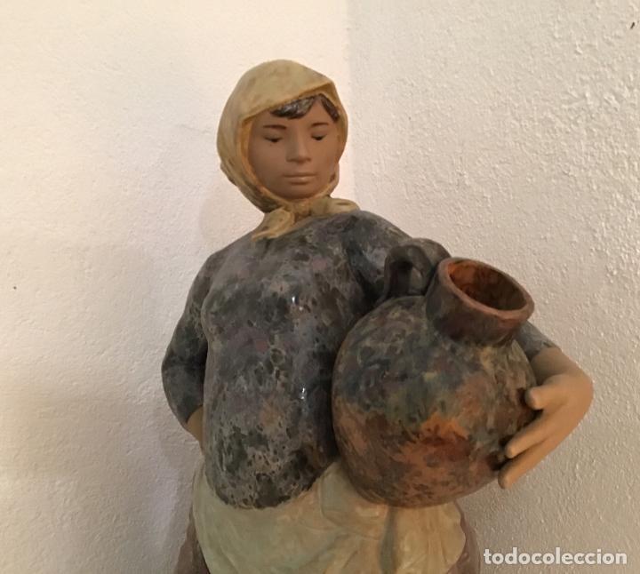 Antigüedades: MOZA CON CÁNTARO, GRES DE LLADRÓ - Foto 6 - 199506087