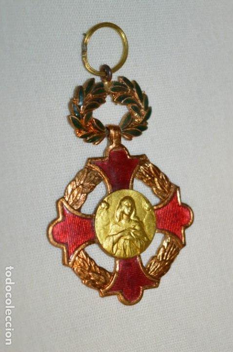 MEDALLA / CONDECORACIÓN - ESMALTADA - PREMIO A LA APLICACIÓN - COLEGIOS CATÓLICOS ESPAÑA ¡MIRA! (Antigüedades - Religiosas - Medallas Antiguas)