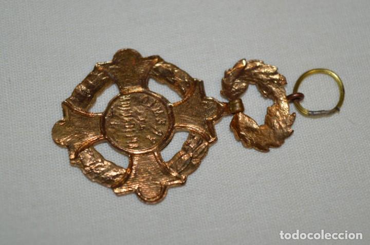 Antigüedades: MEDALLA / CONDECORACIÓN - Esmaltada - PREMIO a la APLICACIÓN - COLEGIOS CATÓLICOS ESPAÑA ¡Mira! - Foto 6 - 199513308