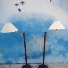Antigüedades: ANTIGUA PAREJA DE LAMPARA DE PIE,MADERA Y METAL CON BRAZOS MÓVILES,AÑOS 50/60. Lote 199519835