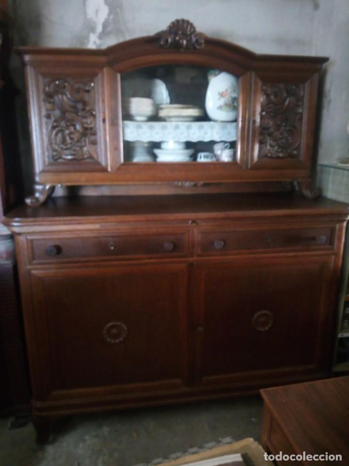 Antigüedades: Antiguo aparador de madera de roble,con tallas en las puertas,cristal y bandeja para cortar pan.xix - Foto 30 - 199520302