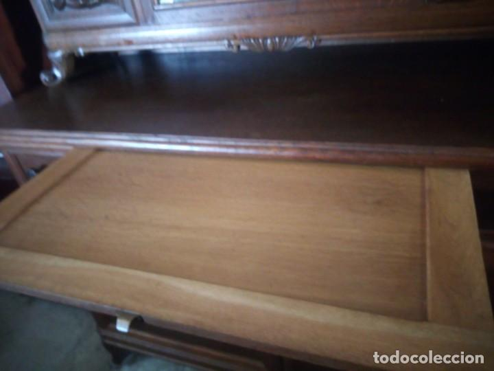 Antigüedades: Antiguo aparador de madera de roble,con tallas en las puertas,cristal y bandeja para cortar pan.xix - Foto 12 - 199520302