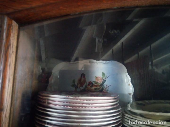 Antigüedades: Antiguo aparador de madera de roble,con tallas en las puertas,cristal y bandeja para cortar pan.xix - Foto 22 - 199520302