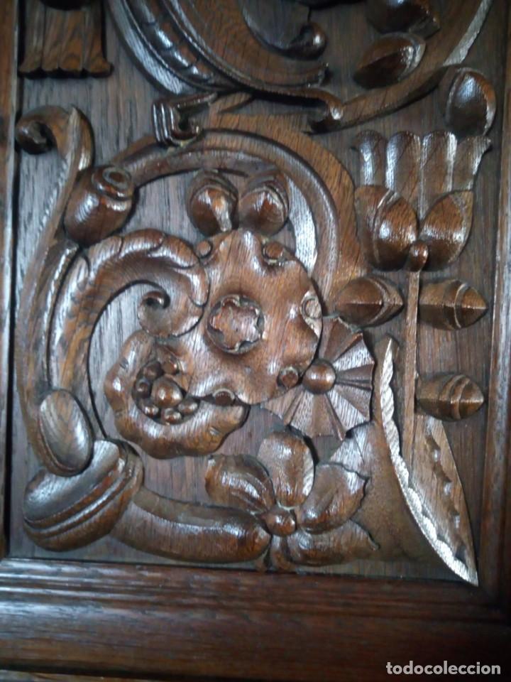 Antigüedades: Antiguo aparador de madera de roble,con tallas en las puertas,cristal y bandeja para cortar pan.xix - Foto 26 - 199520302