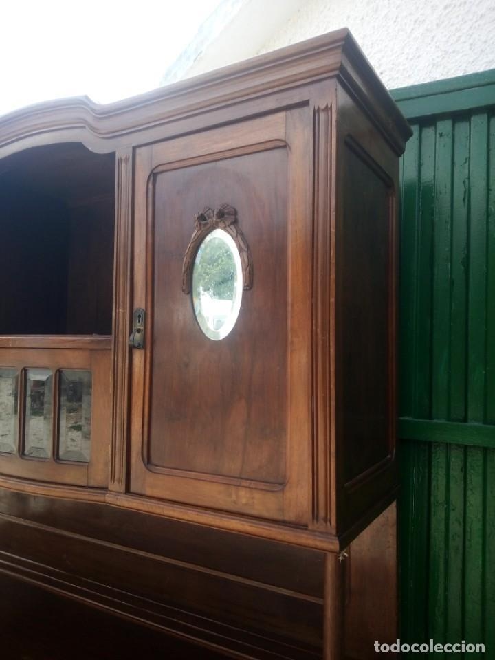 Antigüedades: Antiguo aparador de madera de roble,con espejos en las puertas y bandeja para cortar pan. siglo xix - Foto 4 - 199520533