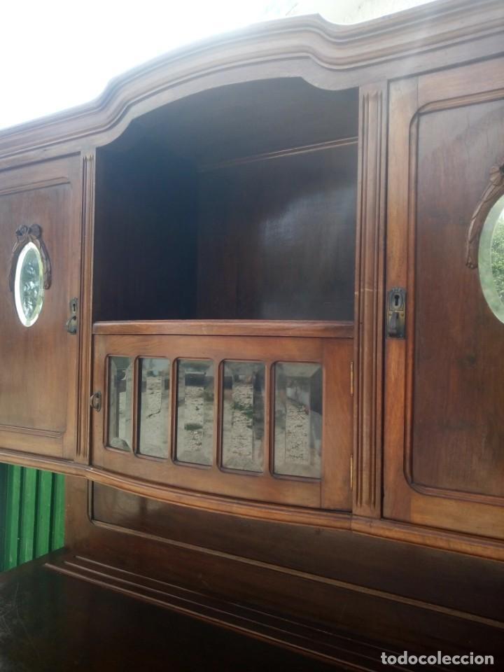 Antigüedades: Antiguo aparador de madera de roble,con espejos en las puertas y bandeja para cortar pan. siglo xix - Foto 5 - 199520533