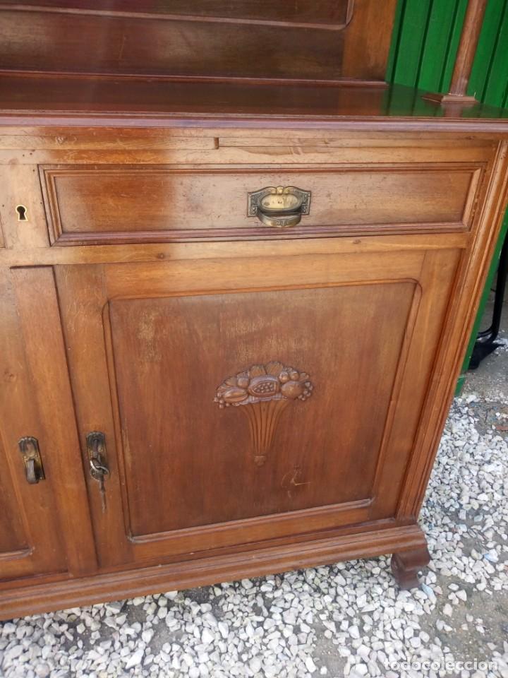 Antigüedades: Antiguo aparador de madera de roble,con espejos en las puertas y bandeja para cortar pan. siglo xix - Foto 7 - 199520533