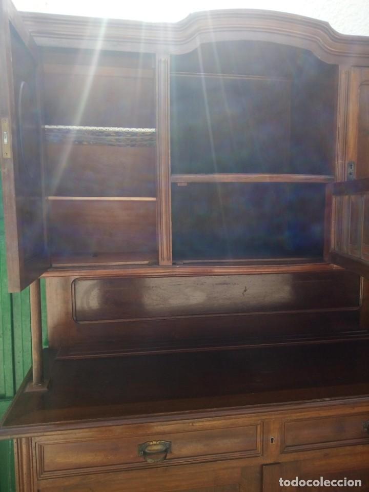 Antigüedades: Antiguo aparador de madera de roble,con espejos en las puertas y bandeja para cortar pan. siglo xix - Foto 9 - 199520533
