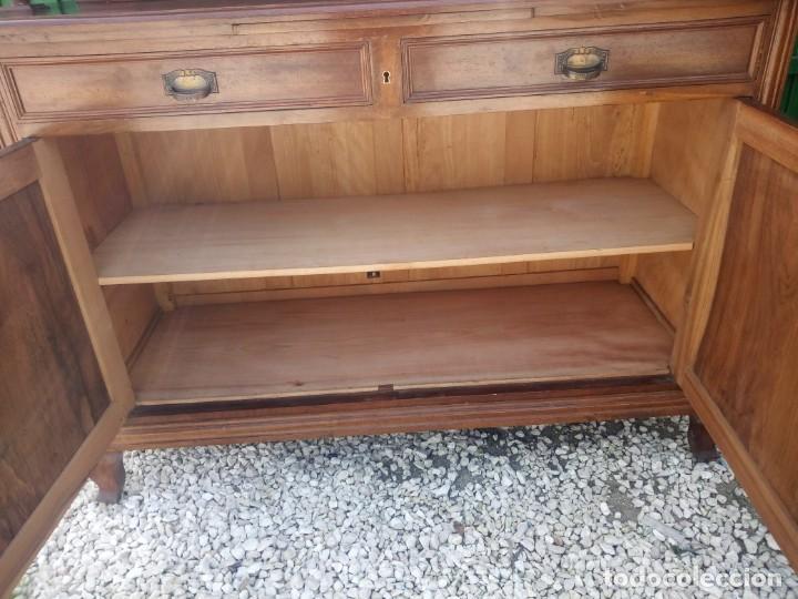 Antigüedades: Antiguo aparador de madera de roble,con espejos en las puertas y bandeja para cortar pan. siglo xix - Foto 11 - 199520533
