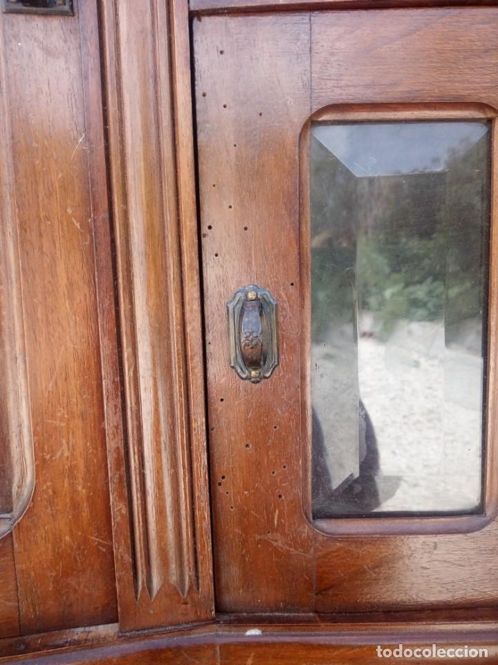 Antigüedades: Antiguo aparador de madera de roble,con espejos en las puertas y bandeja para cortar pan. siglo xix - Foto 12 - 199520533