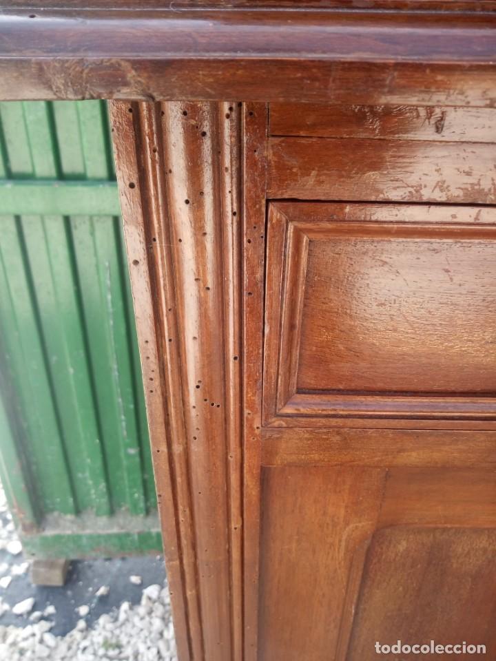 Antigüedades: Antiguo aparador de madera de roble,con espejos en las puertas y bandeja para cortar pan. siglo xix - Foto 13 - 199520533
