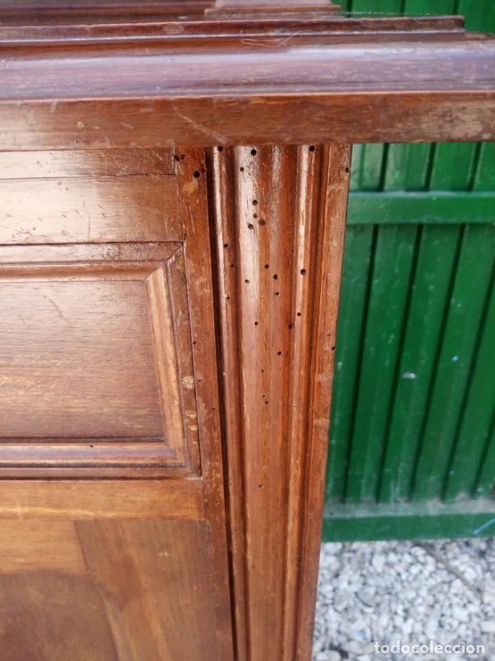 Antigüedades: Antiguo aparador de madera de roble,con espejos en las puertas y bandeja para cortar pan. siglo xix - Foto 16 - 199520533
