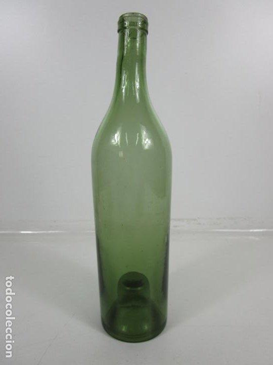 CURIOSA BOTELLA CRISTAL SOPLADO CATALÁN - VIDRIO COLOR VERDE - SELLO GRABADO - S. XVIII-XIX (Antigüedades - Cristal y Vidrio - Catalán)