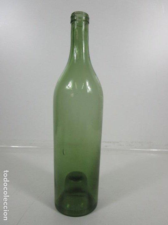 Antigüedades: Curiosa Botella Cristal Soplado Catalán - Vidrio Color Verde - Sello Grabado - S. XVIII-XIX - Foto 7 - 199577278