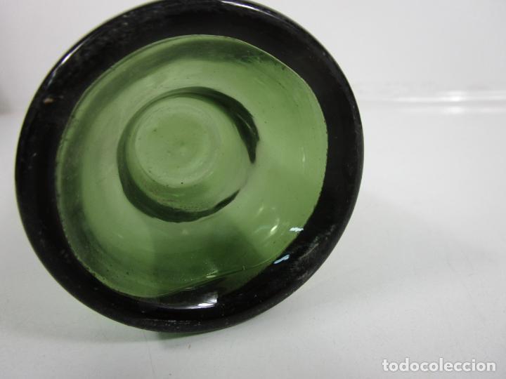 Antigüedades: Curiosa Botella Cristal Soplado Catalán - Vidrio Color Verde - Sello Grabado - S. XVIII-XIX - Foto 9 - 199577278
