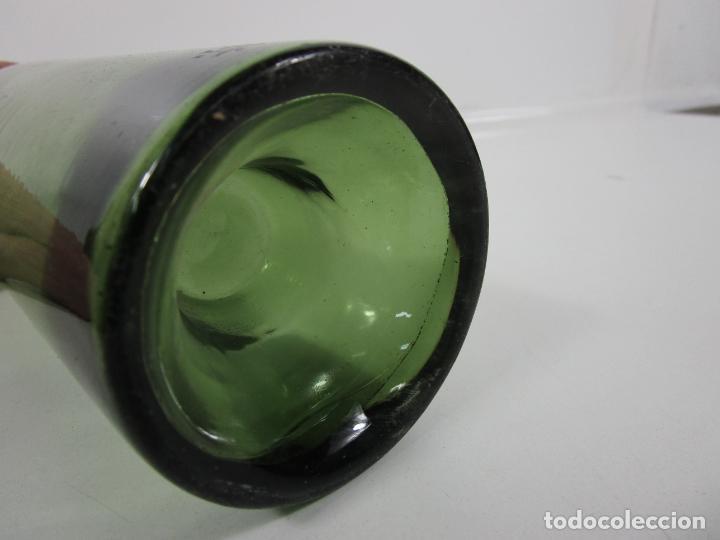 Antigüedades: Curiosa Botella Cristal Soplado Catalán - Vidrio Color Verde - Sello Grabado - S. XVIII-XIX - Foto 10 - 199577278