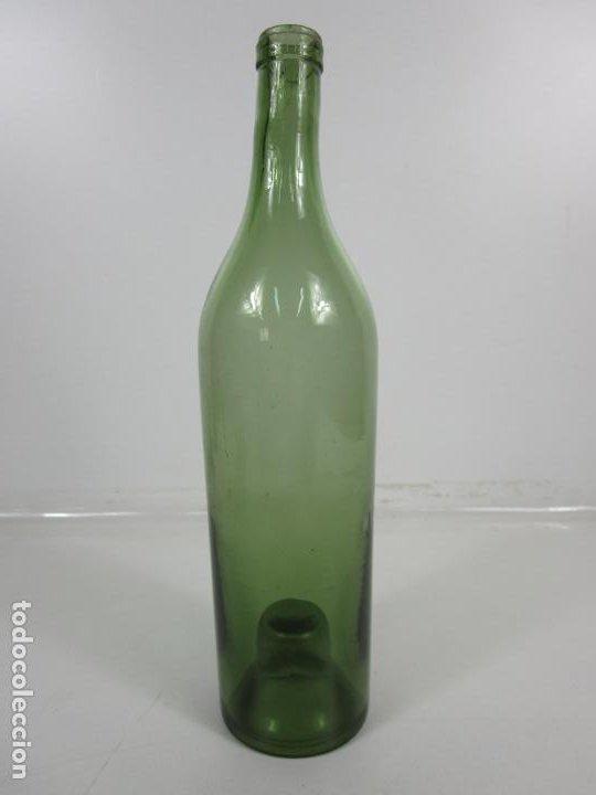 Antigüedades: Curiosa Botella Cristal Soplado Catalán - Vidrio Color Verde - Sello Grabado - S. XVIII-XIX - Foto 14 - 199577278
