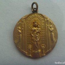 Antigüedades: ANTIGUA MEDALLA DE LA VIRGEN DEL PILAR Y SU TEMPLO. GRABADA : RECUERDO 3 - 4 - 1910. Lote 199642853