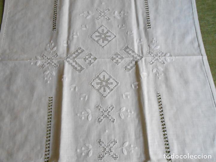 Antigüedades: Magnifica cortina de lino,bordado a mano 60 x 175 cm.Años 80.Beige muy claro. nuevo - Foto 2 - 199657561