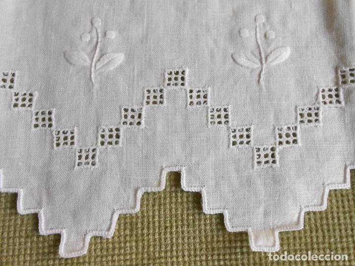 Antigüedades: Magnifica cortina de lino,bordado a mano 60 x 175 cm.Años 80.Beige muy claro. nuevo - Foto 3 - 199657561