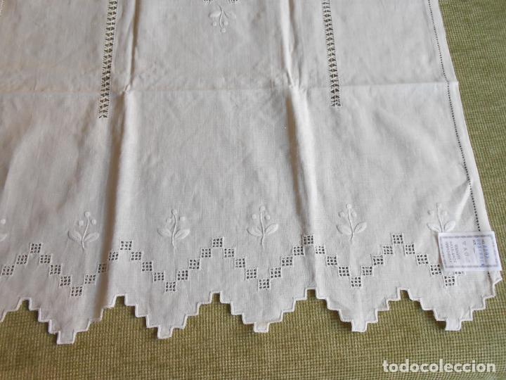 Antigüedades: Magnifica cortina de lino,bordado a mano 60 x 175 cm.Años 80.Beige muy claro. nuevo - Foto 4 - 199657561