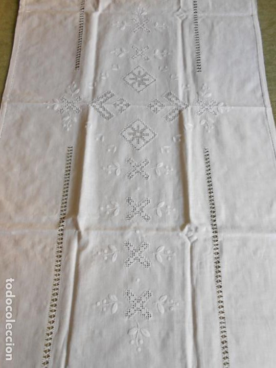 Antigüedades: Magnifica cortina de lino,bordado a mano 60 x 175 cm.Años 80.Beige muy claro. nuevo - Foto 7 - 199657561