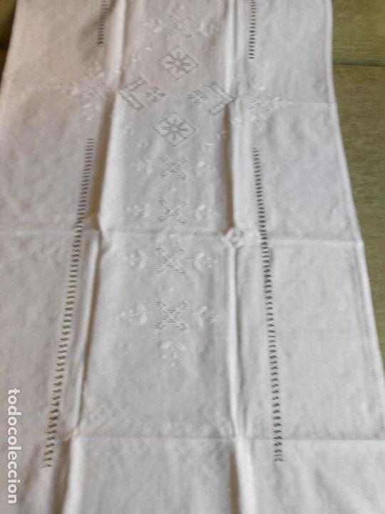 Antigüedades: Magnifica cortina de lino,bordado a mano 60 x 175 cm.Años 80.Beige muy claro. nuevo - Foto 8 - 199657561