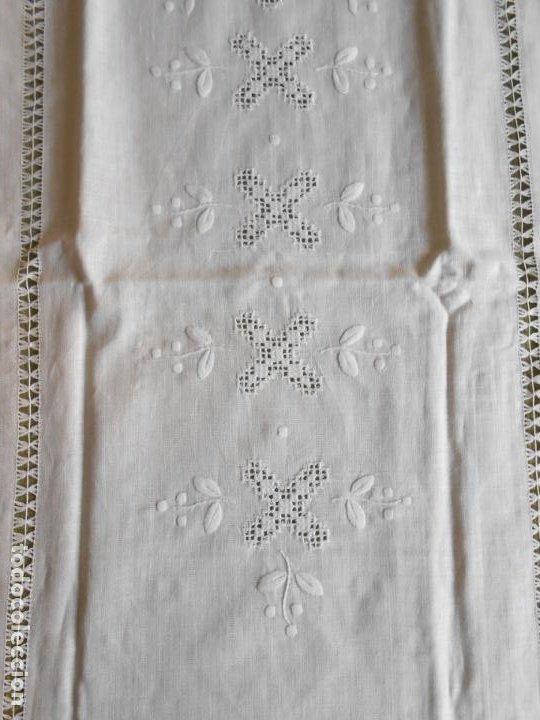 Antigüedades: Magnifica cortina de lino,bordado a mano 60 x 175 cm.Años 80.Beige muy claro. nuevo - Foto 9 - 199657561