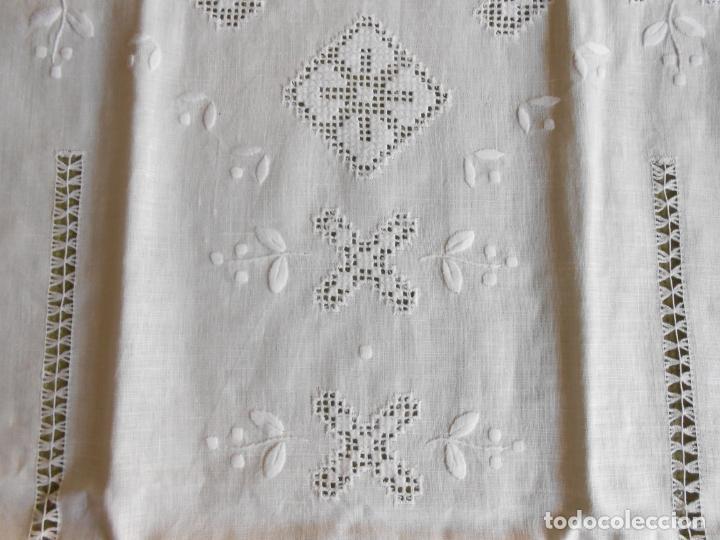 Antigüedades: Magnifica cortina de lino,bordado a mano 60 x 175 cm.Años 80.Beige muy claro. nuevo - Foto 10 - 199657561