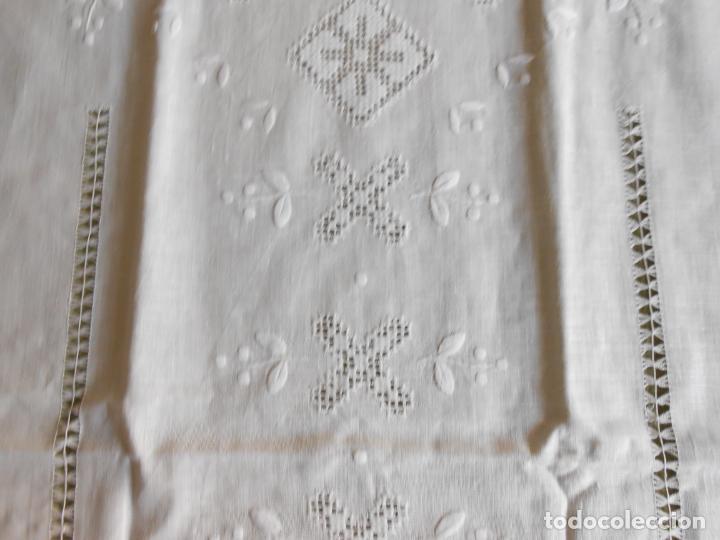 Antigüedades: Magnifica cortina de lino,bordado a mano 60 x 175 cm.Años 80.Beige muy claro. nuevo - Foto 11 - 199657561