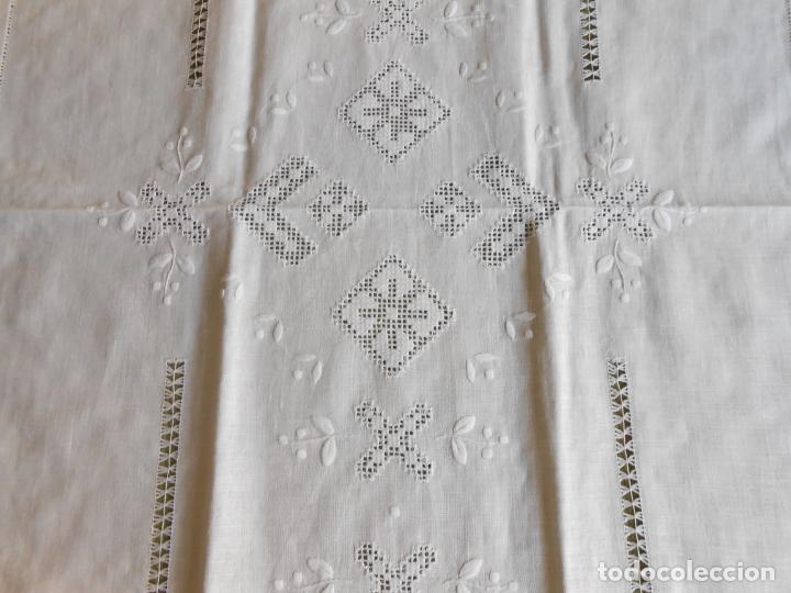 Antigüedades: Magnifica cortina de lino,bordado a mano 60 x 175 cm.Años 80.Beige muy claro. nuevo - Foto 12 - 199657561