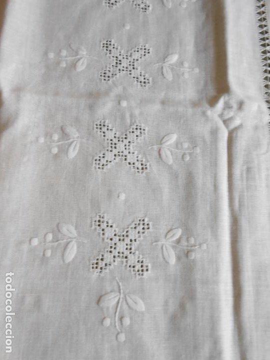 Antigüedades: Magnifica cortina de lino,bordado a mano 60 x 175 cm.Años 80.Beige muy claro. nuevo - Foto 13 - 199657561