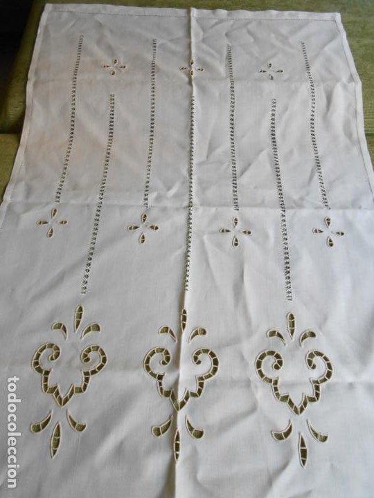 Antigüedades: Magnifica cortina de lino,bordado a mano, 80x130 cm cm.Años 80.Beige claro,con flecos. nuevo - Foto 2 - 199660301