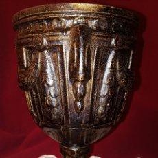 Antigüedades: CALIZ RELIGIOSO - LATON ENVEJECIDO CON GRABADOS. Lote 165362420