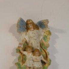 Antigüedades: BENDITERA ÁNGEL DE LA GUARDA EN PORCELANA FIRMADA. Lote 199693441