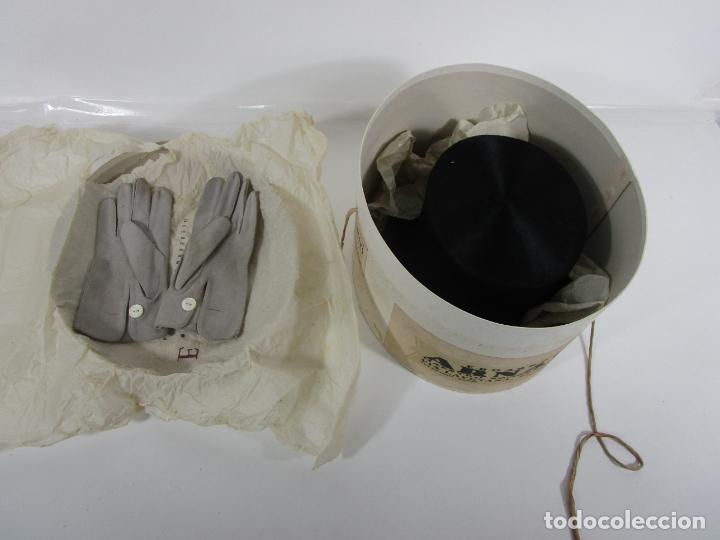 Antigüedades: Sombrero - Chistera en piel de Foca - Eduardo Arnau, Barcelona - con Caja y Guantes - Perfecto - Foto 2 - 199693785