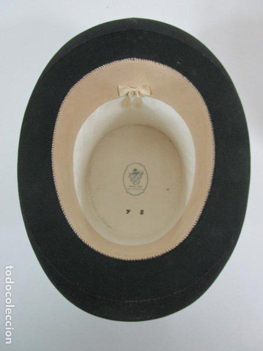 Antigüedades: Sombrero - Chistera en piel de Foca - Eduardo Arnau, Barcelona - con Caja y Guantes - Perfecto - Foto 8 - 199693785