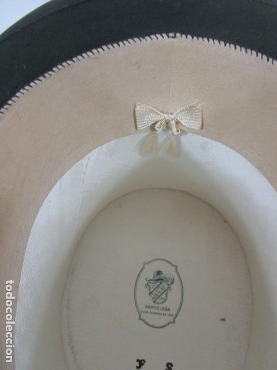 Antigüedades: Sombrero - Chistera en piel de Foca - Eduardo Arnau, Barcelona - con Caja y Guantes - Perfecto - Foto 9 - 199693785