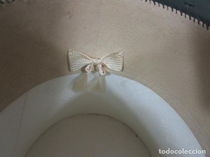 Antigüedades: Sombrero - Chistera en piel de Foca - Eduardo Arnau, Barcelona - con Caja y Guantes - Perfecto - Foto 10 - 199693785