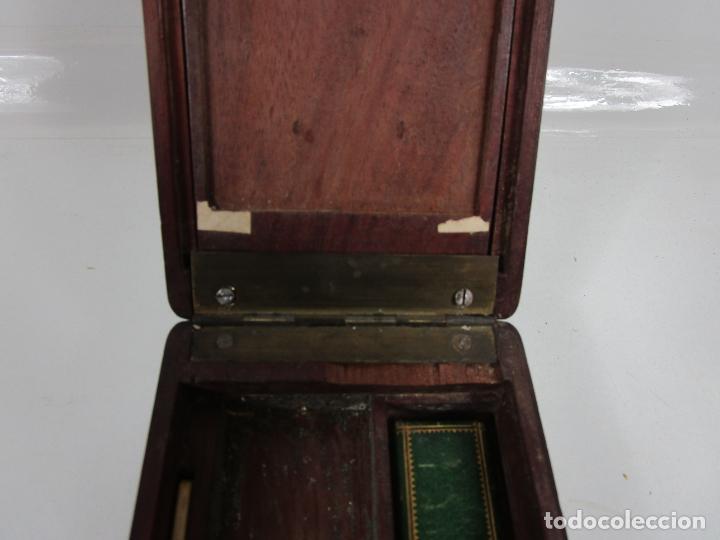 Antigüedades: Curiosa Caja, Neceser - Porta Fotos - Madera de Caoba - Utensilio en Hueso - S. XIX - Foto 22 - 199695320