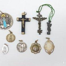 Antigüedades: LOTE ARTÍCULOS RELIGIOSOS MEDALLAS Y CRUCES. Lote 199712628