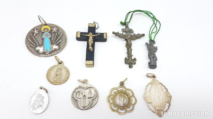 Antigüedades: LOTE ARTÍCULOS RELIGIOSOS MEDALLAS Y CRUCES - Foto 2 - 199712628