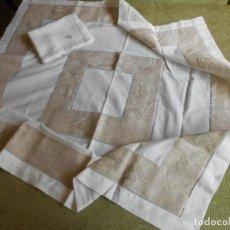 Antigüedades: MUY BONITA MANTELERIA BORDADA,AÑOS 90. 112 X 112CM CON 6 SERVILLETAS. BEIGE MUY CLARO. NUEVO. Lote 240465235