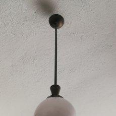 Antigüedades: ANTIGUA LAMPARA DE TECHO ART DECO EN METAL Y OPALINA BLANCA AÑOS 40. Lote 199730287
