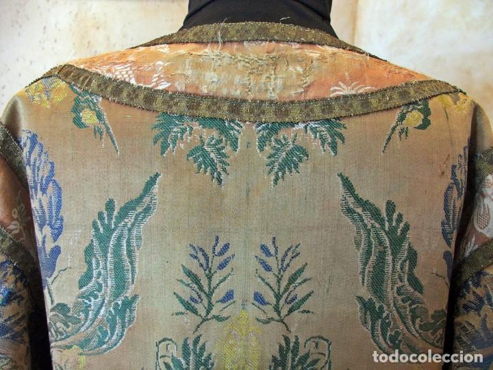 Antigüedades: ANTIGUA DALMATICA SIGLO XIII EN SEDA CON ESPOLINES FLORALES DE EPOCA - Foto 7 - 199740221