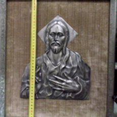 Antiguidades: RELIEVE DEL CORAZON DE JESUS COBRE PLATEADO ENMARCADO MUY ANTIGUO 2. Lote 199746155