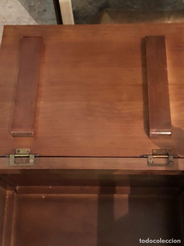 Antigüedades: Bonito mueble auxiliar de madera maciza, años 70 - Foto 5 - 199746186